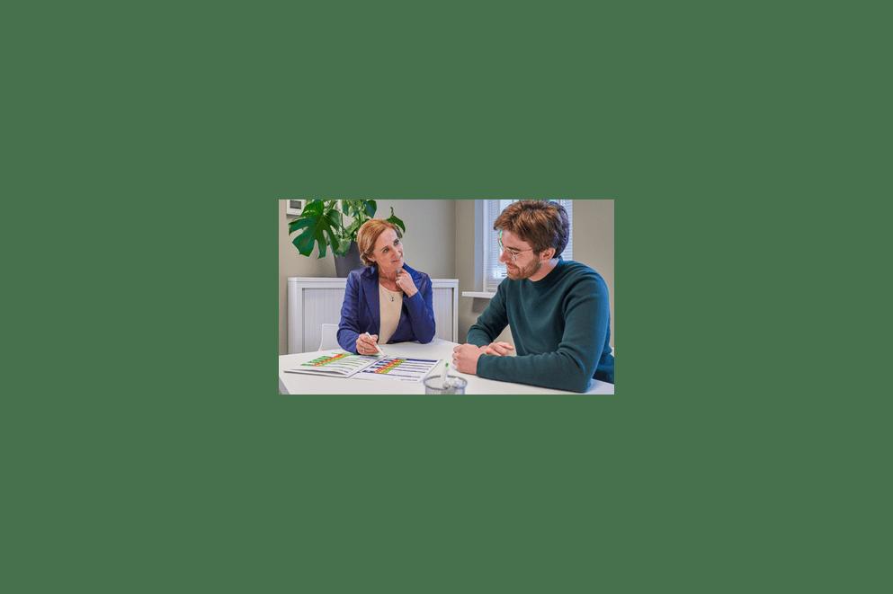 apotheker geeft inhalatie-instructies